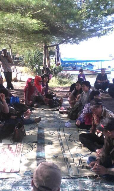 Rekreasi Pendengar di Pantai Glagah
